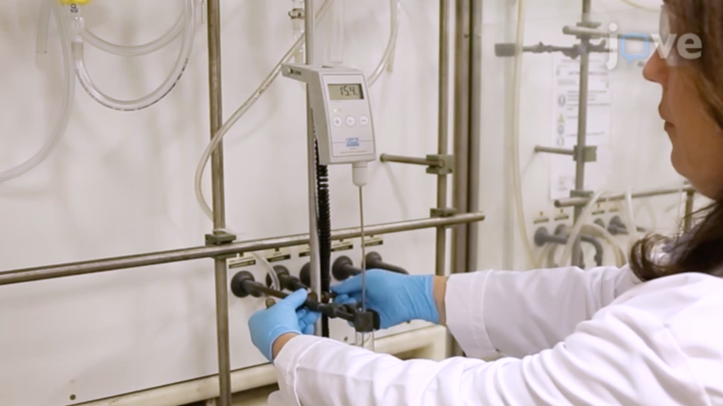 Van moleculen tot materialen: Engineering van nieuwe Ionische vloeibare kristallen door middel van halogeen Bonding thumbnail