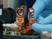 Resonanz-Fluoreszenz ein InGaAs Quantum Dot in einem planaren Hohlraum mit orthogonalen Erregung und Erkennung thumbnail